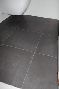 pose carrelage 43,5 x 43,5 cm sol wc