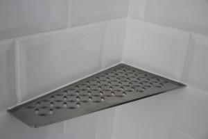 Tablette décorative dans douche